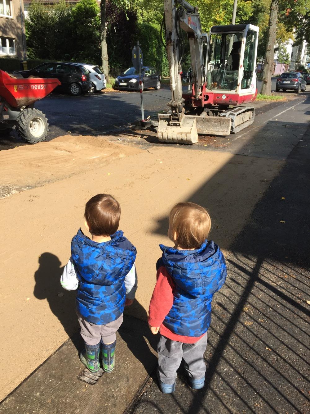 Zwillinge auf der Straße