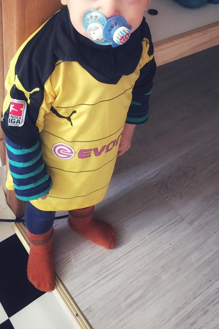 Nuckeln Schnuller Kleinkind Baby BVB Borussia Dortmund 09 Trikot Zweijährige Mam Sauger Beruhigung Kampf